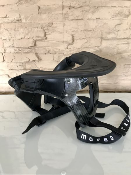 Moveo Neck Brace Carbon